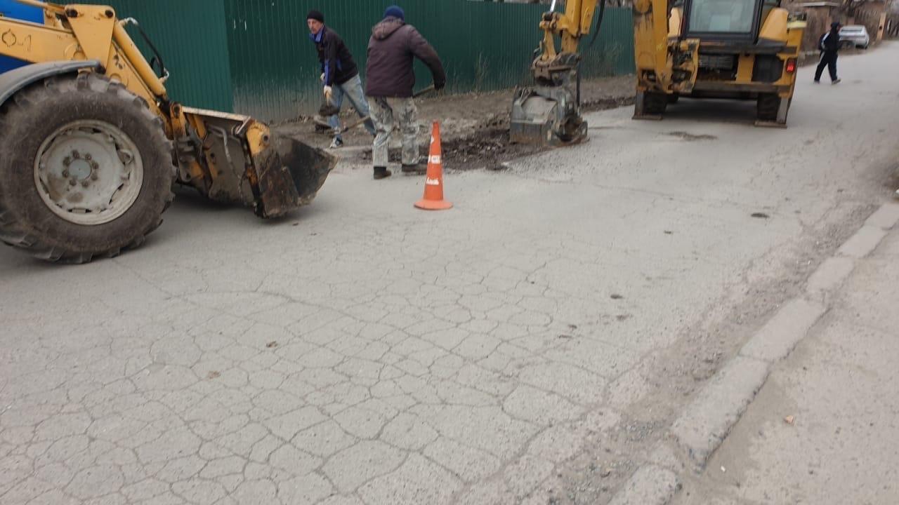 В Таганроге приступили к карто-ямочному ремонту дорог асфальтобетонной смесью